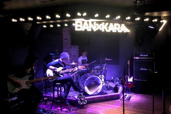 生バンド演奏でアーティスト気分を味わう【大阪市北区】バンカラゾーンUK